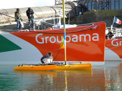 Adventure island hobie devant trimaran Groupama